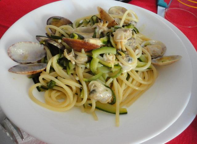 Vermicelli con vongole e zucchine