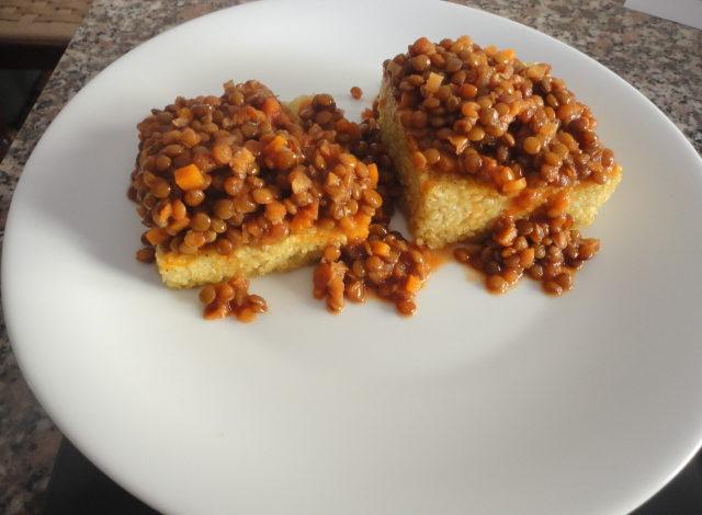 Sformatini di miglio con ragù di lenticchie